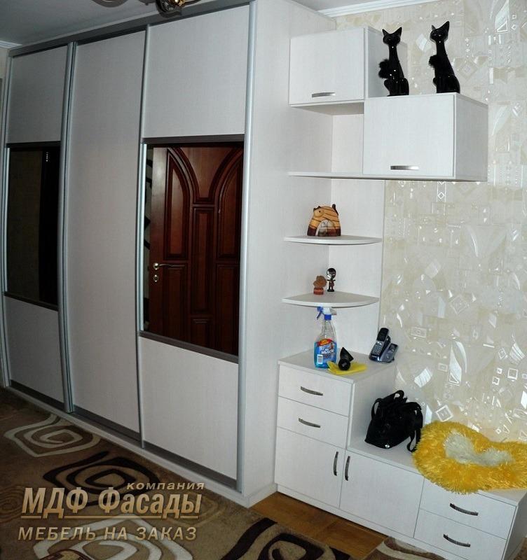 Встроенная мебель в прихожую фото дизайн идеи kakoiremont.ru.